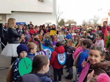 """Mališani iz """"Male škole"""" na manifestaciji 'Fašenki v Pitomači'"""