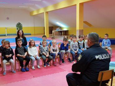 """Prometna policija u dječjem vrtiću """"Potočnica"""" Pitomača: Učili o prometnim znakovima i sigurnom kretanju"""